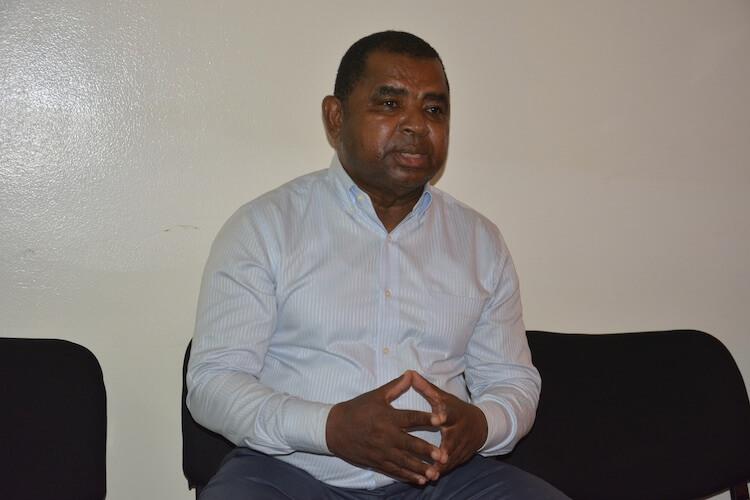 Mouigni Baraka et  le Député Ali Mhadji empêchés de prendre un vol à l'aéroport de Hahaya